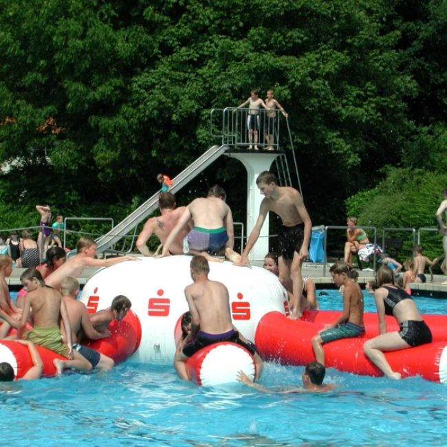 Ferienprogramm im Freibad: Kids Jumping und Aquadisco